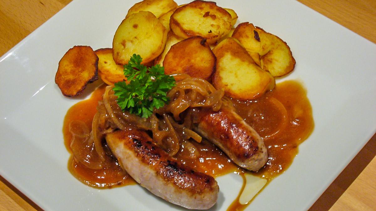 Bratwurst mit Bratkartoffeln
