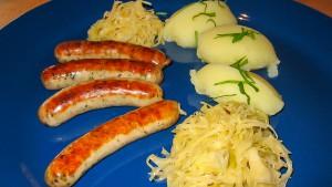 Nürnberger Rostbratwürstchen mit Sauerkraut und Kartoffelpürree
