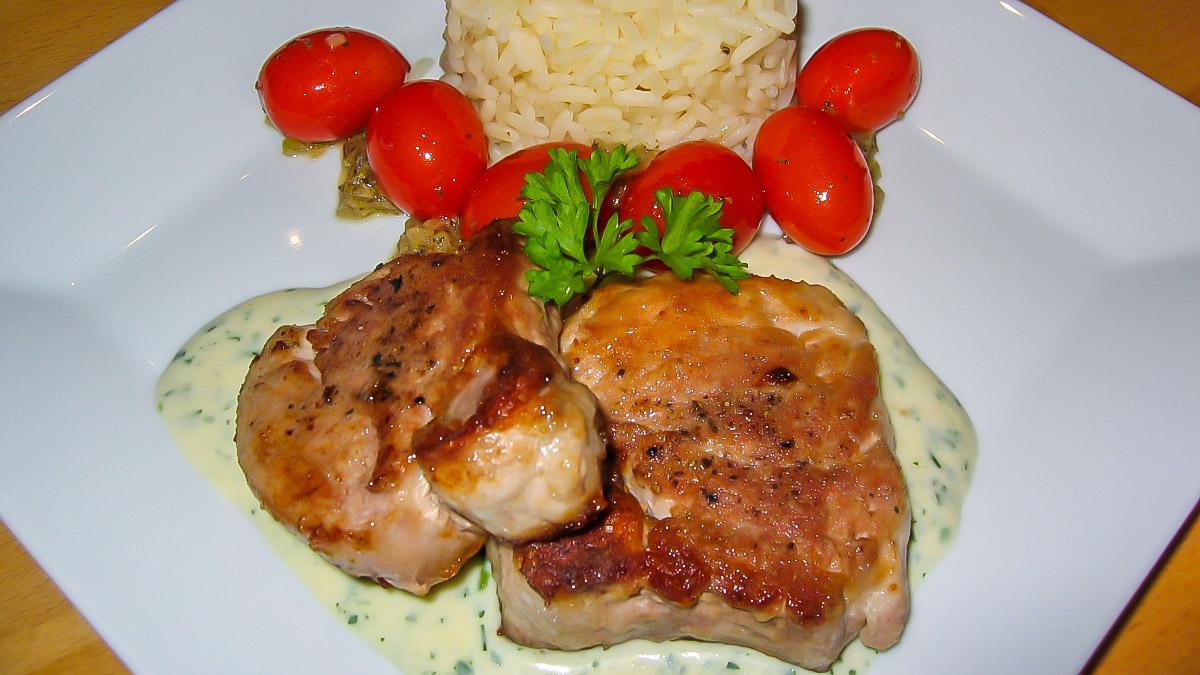 Schweinefilet mit Kräutersoße Kirschtomaten und Reis