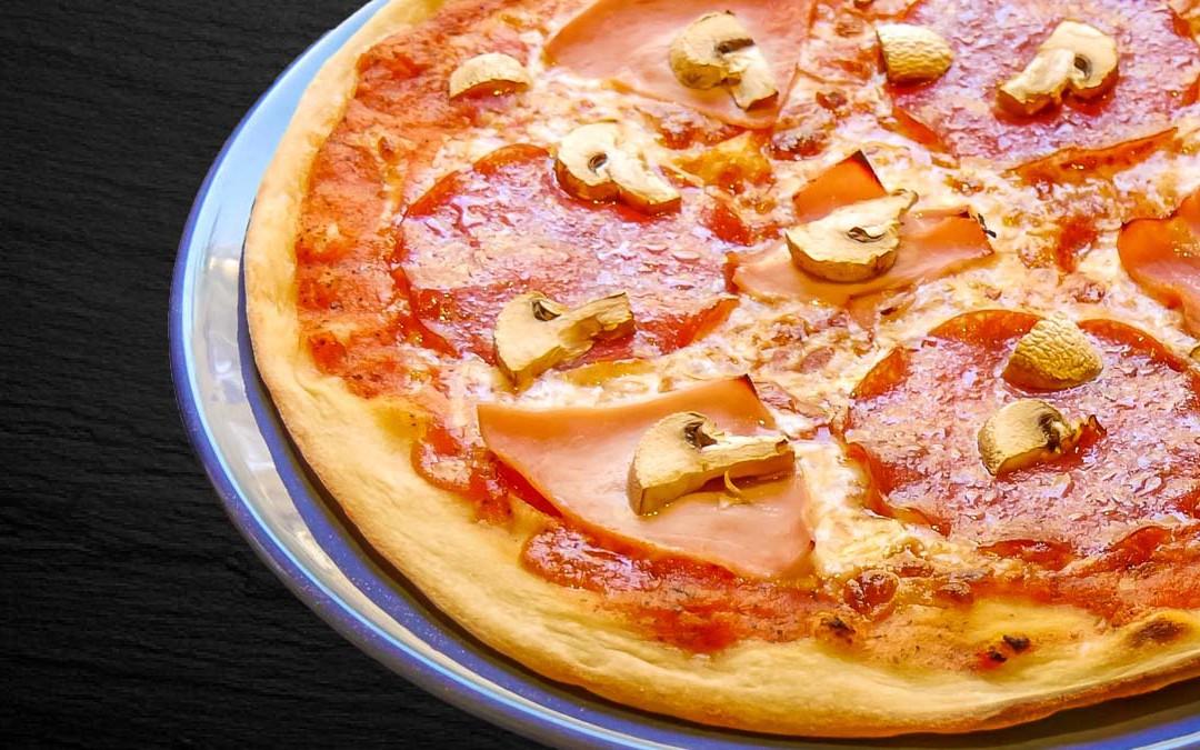 Pizza Salami und Schinken