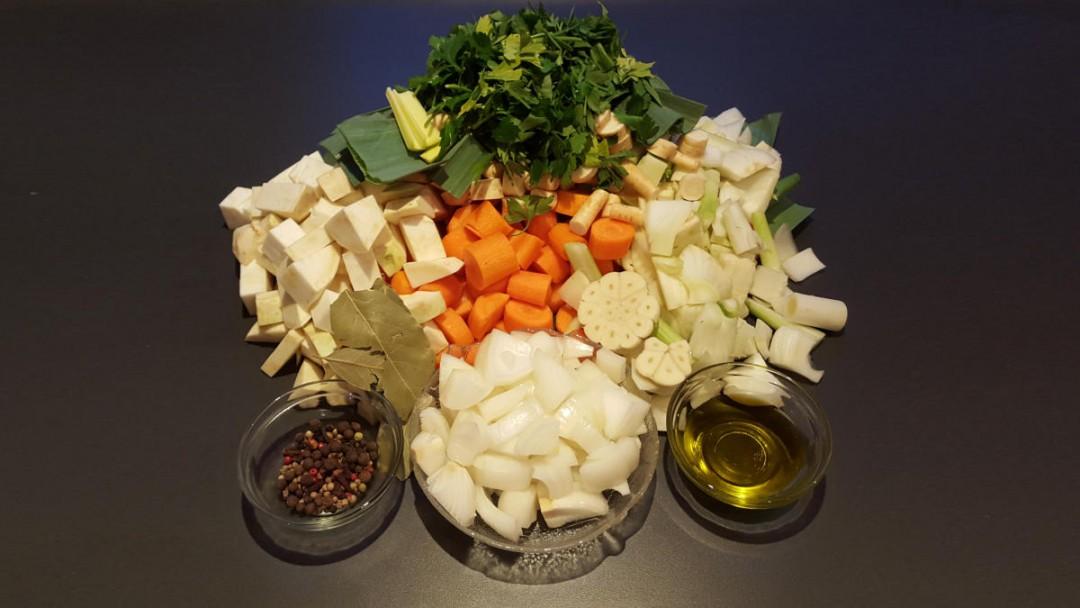 Einfache selbstgemachte Gemüsebrühe