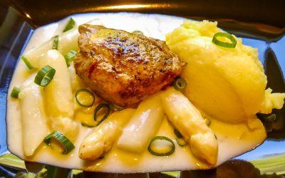 Weißes Spargelraout mit Schweinefilet und selbstgemachten Kartoffelpürree