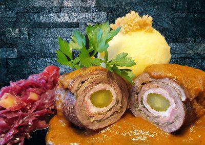 Rinderroulade mit Rotkraut und Kartoffelklößen