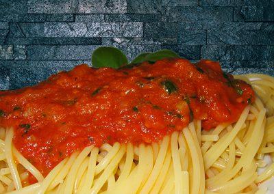 Spaghetti mit selbstgemachter Tomatensoße